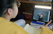 Được nghỉ học do virus rồi lại phải học online, học sinh Trung Quốc kéo đàn kéo đống vào rate 1 sao cho bõ tức