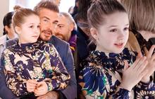 Ngồi trong lòng bố, công chúa nhỏ Harper Beckham lại khiến dân tình xao xuyến: Mỹ nhân tương lai của Hollywood đây rồi!