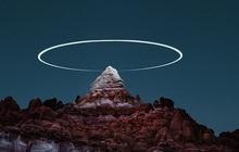 Đỉnh núi xuất hiện hào quang như ma trơi trong đêm: Đầu tư tới mức này để sống ảo thì hiếm ai đọ bằng!