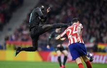 Tiền đạo Liverpool may mắn thoát thẻ đỏ sau hàng loạt tình huống trả đũa nguy hiểm