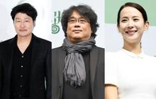 Parasite họp báo hoành tráng tại Hàn sau kì tích Oscar: Phóng viên đông khủng khiếp, chú Bong chiếm trọn spotlight!