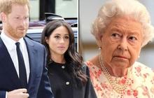 """Nữ hoàng Anh ra động thái mới, cấm vợ chồng Meghan Markle sử dụng thương hiệu Hoàng gia để làm """"cần câu cơm""""?"""