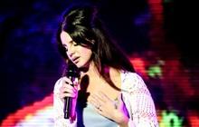 """Lana Del Rey hủy toàn bộ 8 đêm lưu diễn vì mất giọng, nhưng fan lại """"kháo nhau"""" nguyên nhân thực sự là do chia tay """"bố đường""""?"""