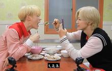 """Mấy ai chiều fan như hai chàng trai nhóm nhạc NCT: rủ nhau đi ăn nhưng không quên chụp hình theo chủ đề """"bạn trai"""" dành tặng fan của mình"""