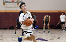 Câu chuyện xúc động về cậu bé chơi bóng rổ bằng một tay và nỗ lực phi thường đến mức nhà vô địch NBA cũng phải ca ngợi