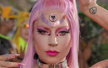 """Lady Gaga """"đánh úp"""" fan xác nhận ngày comeback, Little Monster nhìn poster lại chê nghèo nàn, """"phèn chúa"""" đọc qua cứ tưởng của anti-fan viết?"""