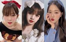"""Băng đô, cặp tóc nơ """"khổng lồ"""" lên ngôi xuân này: Sao Hàn ai cũng diện, đáng nể nhất Irene vì """"hack tuổi"""" liên hoàn"""