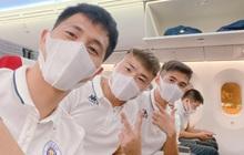 Dàn cầu thủ Hà Nội FC đeo khẩu trang kín mít lên đường đá trận Siêu Cúp Quốc gia