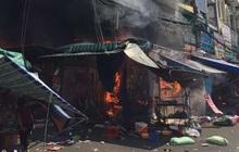 Cháy lớn tại chợ Hạnh Thông Tây ở Sài Gòn, 6 người mắc kẹt kêu cứu