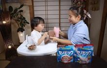 """Bật mí thức uống hỗ trợ tăng trưởng của Nhật khiến bé Sa """"mê tít"""" trong ly rau câu khổng lồ phủ vàng 24K của Quỳnh Trần JP"""