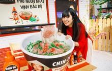 Xuýt xoa với loạt ảnh hot girl Mắt Biếc check-in với các siêu phẩm siêu to khổng lồ tại Góc Phố Xuân 2020