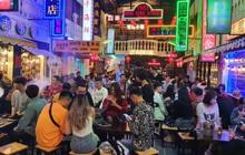 Lạc lối trong không gian đậm chất Hong Kong tại Hẻm Phố