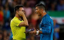 7 ngôi sao bóng đá tấn công trọng tài trên sân cỏ