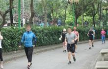 Ảnh: Sau trường hợp đầu tiên bị phạt, nhiều người dân ở Hà Nội vẫn không sử dụng khẩu trang tại nơi công cộng