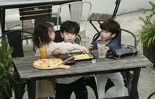 """3 nhóc tì Cam, Xoài, Đậu dễ thương đến """"phát hờn"""" khi trốn bố mẹ rủ nhau đi ăn pizza"""