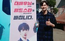 """Được """"siêu sao toàn cầu"""" Jin (BTS) gửi tặng cà phê, """"siêu diễn viên"""" Yoo Seung Ho biểu cảm hớn hở chưa từng thấy"""
