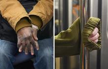 """Bộ ảnh """"Những bàn tay lo âu trên tàu điện"""" được chụp bằng điện thoại chứa đầy sự cô độc, lạ lẫm đến ám ảnh giữa mùa Covid-19"""