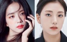 Anh chị như diễn viên, cháu gái là model, Jisoo (BLACKPINK) tự nhận xấu nhất nhà, vậy bố mẹ còn đẹp đến mức nào nữa?
