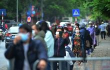Người dân đổ về, các khu vực test nhanh Covid-19 ở Hà Nội tăng đột biến