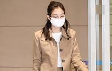 """Biên tập viên thời trang chỉ ra 8 trend Jennie lăng xê mùa này: Lạ nhất là áo """"shirket"""", bạo nhất là style áo lót """"lộ thiên"""""""