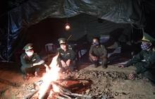 Cảm động những chiến sỹ bộ đội biên phòng ngày đêm chống dịch Covid-19: Bố mất không kịp về, vợ sinh chưa nhìn được mặt con