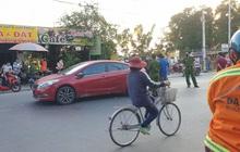 Người đàn ông đi ô tô bị chém lìa tay trên đường phố Sài Gòn