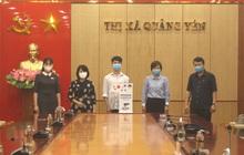 Quảng Ninh: Nam sinh lớp 9 chế tạo máy sát khuẩn tự động tặng cơ sở y tế