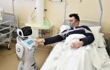 Robot y tá siêu ngầu làm trợ thủ đắc lực cho bác sĩ ở Ý, sẵn sàng chiến đấu với dịch Covid-19