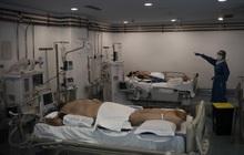 Phòng điều trị cho người nhiễm Covid-19 ở Tây Ban Nha: Căng thẳng tột độ, hơn phân nửa bệnh nhân phải nằm sấp với tình trạng 'lành ít dữ nhiều'