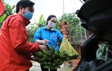 Câu chuyện ấm lòng về nhóm giảng viên trường Đại học Hà Tĩnh đi từng nhà dân kêu gọi quyên góp nhu yếu phẩm cho khu cách ly 1.000 người
