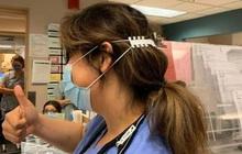 """Tài không đợi tuổi: bé trai tạo ra """"tai giả"""" giúp y bác sĩ không bị đau tai khi đeo khẩu trang"""
