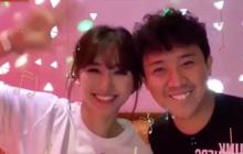 """Vợ chồng nhà Hari Won """"úm nhau"""" karaoke, Trấn Thành gây bất ngờ khả năng hát tiếng Hàn rất ra gì và này nọ"""