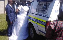Cưới chui mùa COVID-19, cô dâu - chú rể cùng 50 khách bị bắt
