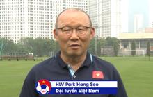 """HLV Park Hang-seo """"dạy học trực tuyến"""" với giáo án online cho các tuyển thủ"""
