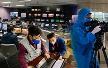 """Hình ảnh phóng viên VTV """"dọn nhà"""" lên khu tác nghiệp dã chiến ăn ngủ và làm việc để đảm bảo an toàn phát sóng gây bão MXH"""