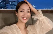 Không khoái lắm dáng áo nhàn nhạt, Park Min Young mê mấy kiểu áo blouse rất điệu mà cũng rất sang này cơ!