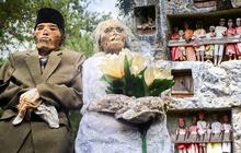 Sống chung và vệ sinh thi thể người chết: Việc làm nghe rùng rợn nhưng là văn hóa người Toraja cùng những lễ tang đắt đỏ thể hiện sự giàu sang