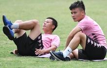 Quang Hải và đồng đội bình thản trước cơn giông cực lớn tại Hà Nội, tân binh 34 tuổi tập một mình trong buổi đầu tiên