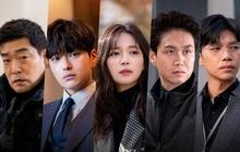 """Điếng người xem """"bố"""" Park Seo Joon cùng """"chồng cũ"""" Song Hye Kyo phá án trong bom tấn hình sự"""