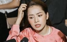 """Chi Pu bất ngờ ca cải lương """"Võ Đông Sơ - Bạch Thu Hà"""" ngay tại buổi họp báo, nghệ sĩ kì cựu Thanh Sơn trực tiếp """"thị phạm"""""""
