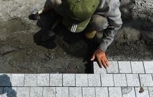 Chùm ảnh: Vỉa hè Hồ Gươm được lát đá hóa cương, thay đổi diện mạo mới
