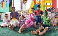 """Ronaldo hóa thân thành anh chàng Aladdin """"6 múi"""", cười tươi rói trong ngày sinh nhật hai thiên thần nhỏ đáng yêu"""