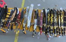 Thu giữ 53 gói bưu phẩm toàn… dao kiếm