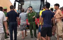 """Bóng đá Việt tuần qua đầy nhức nhối: An toàn của đội khách bị thách thức, chủ tịch lắm """"phốt"""" lại không giữ lời"""