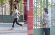 Người mẹ chạy vội vã đến mang giấy tờ cho đứa con đi thi để quên ở nhà, ánh mắt nhìn vào đầy lo âu