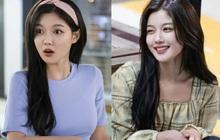 Vào vai cô nhân viên cửa hàng tiện lợi, mỹ nhân Kim Yoo Jung diện đồ hết sức bình dân, có nhiều món giá chỉ loanh quanh 500k