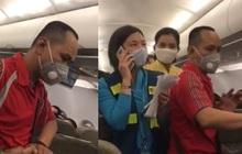 """Người nói """"can ngăn"""" vụ gây rối trên máy bay bị cấm bay 1 năm"""