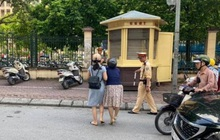 Phòng CSGT Hà Nội khẳng định không có chuyện CSGT kéo ngã hai người phụ nữ đi xe máy