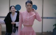 """Netizen """"bấn loạn"""" vì bộ váy màu hường khoe eo nhỏ siêu thực của Seo Ye Ji (Điên Thì Có Sao), nói 45cm cũng có người tin"""