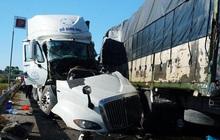 Xe tải tông nhau trực diện, 3 người thương vong